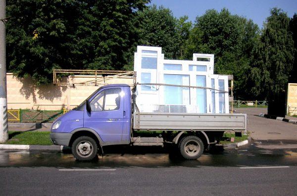 Транспортировка пластиковых дверей