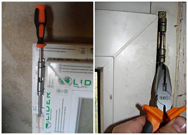 Рабочий снимает пластиковую дверь