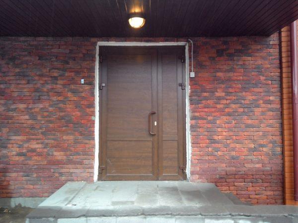 Глухая металлопластиковая дверь