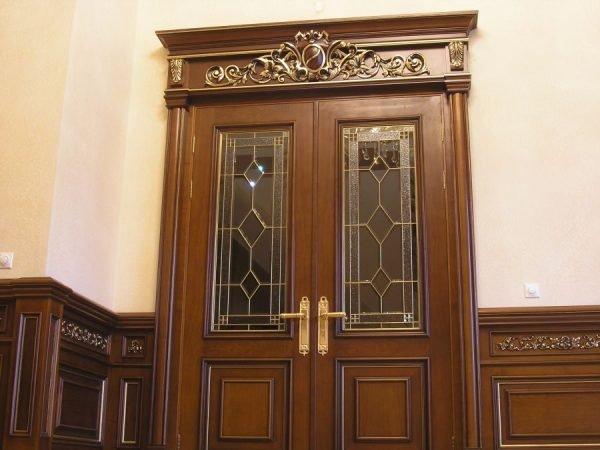 Отделка деревянных дверей