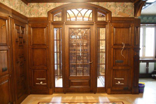 Тамбурные двери из древесины