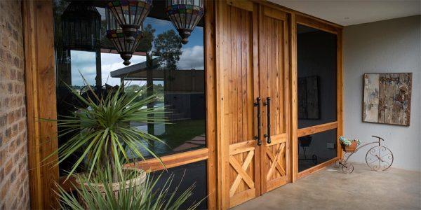 Деревянные двустворчатые входные двери