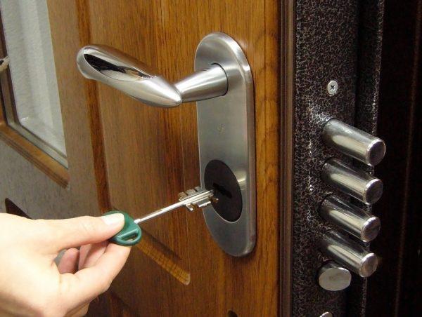 Пример замка на входной двери