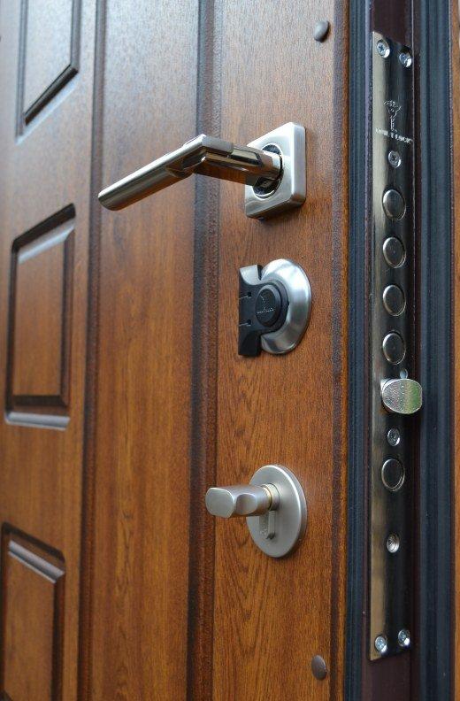 Конструкция деревянной двери на металлической раме