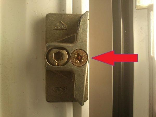 Защёлка балконной двери