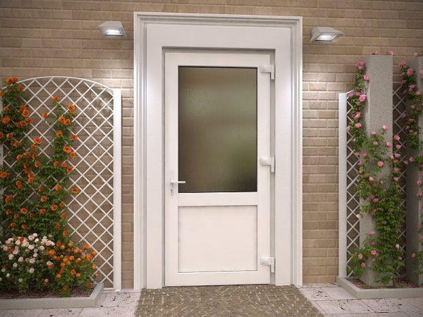 Белые входные двери из пластика