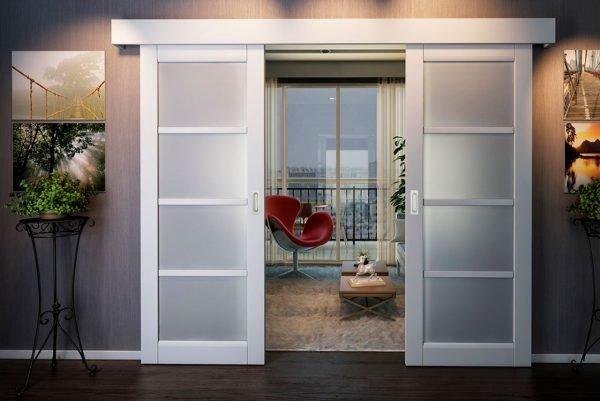 Белые раздвижные двери с закрытой направляющей