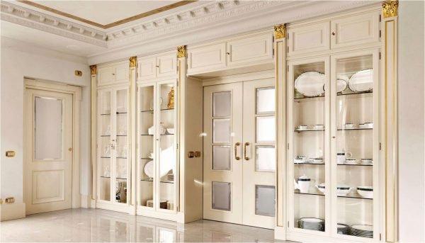 Молочные двери с разными системами открывания