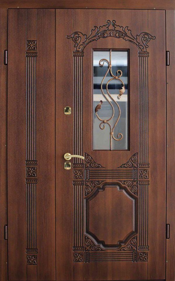 Полуторная деревянная дверь