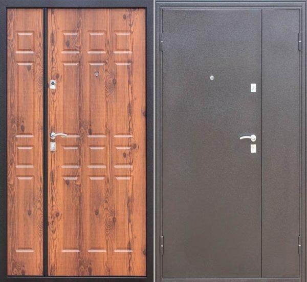 Модель наружных стальных дверей с отделкой из древесины