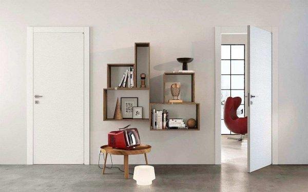 Белые двери с простым наличником