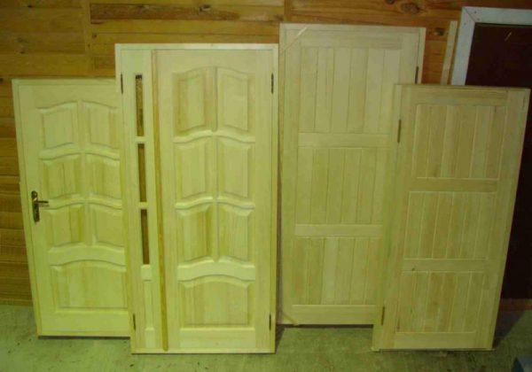 Филёнчатые деревянные двери