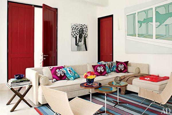 Яркие двери красного цвета