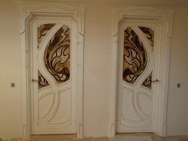 Белые межкомнатные двери в стиле модерн