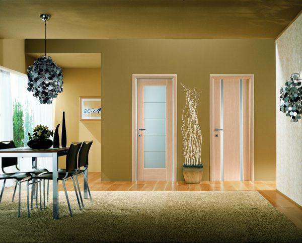 Интерьер с разными дверями