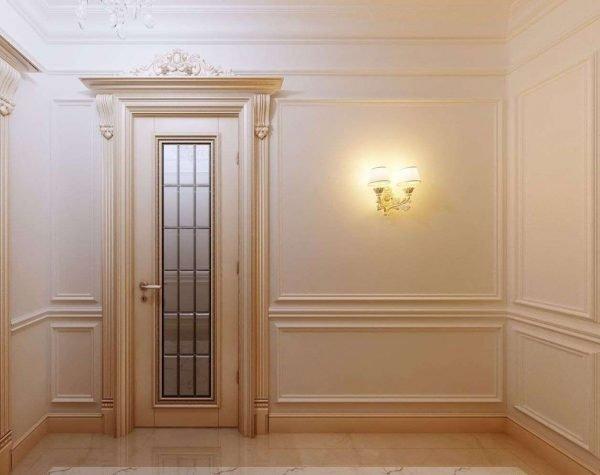 Классическая дверь с резной короной
