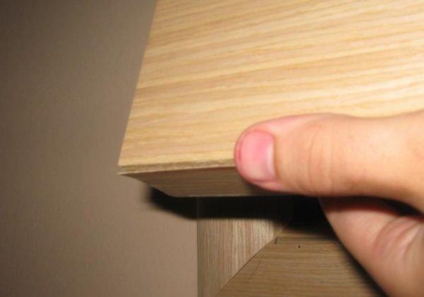 Вариант отслоившегося шпона на двери