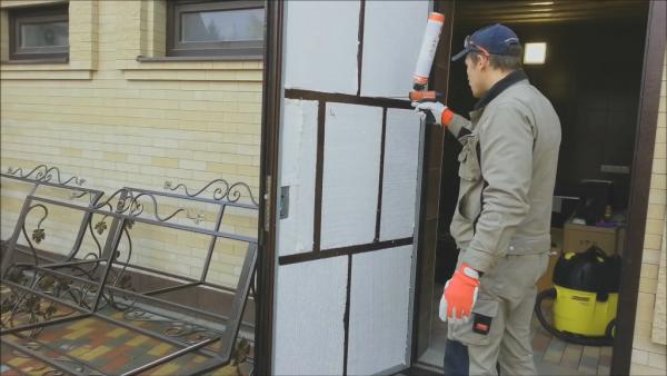 Утеплённая пенопластом дверь