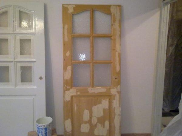 Дверь перед покраской и после шпатлевания