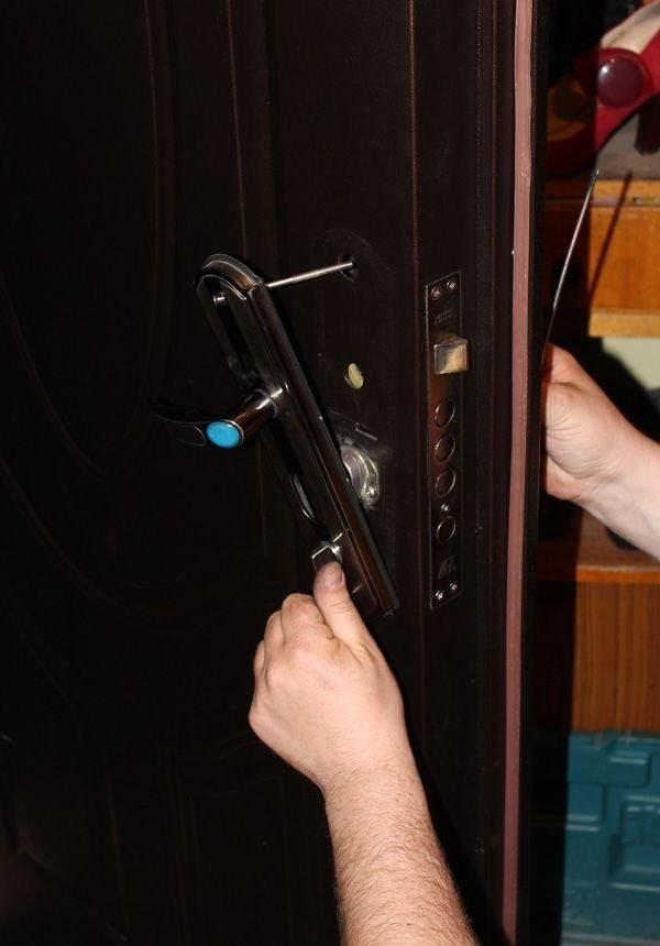 Ремонт ручки на металлической двери