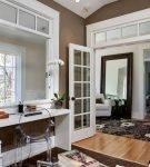 Двери со стеклом в классической обстановке