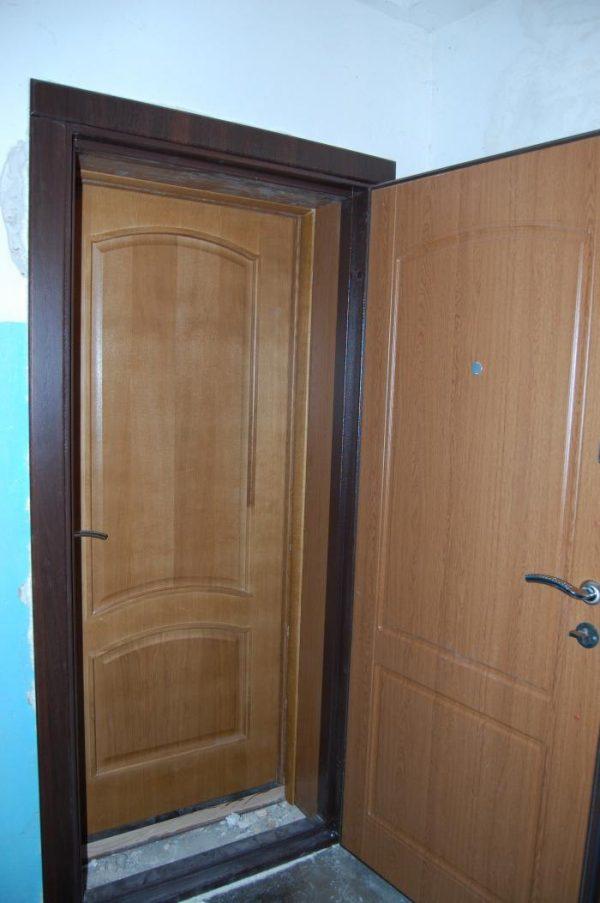 Вариант дверной системы с двумя полотнами