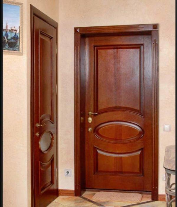 Дверь из массива древесины