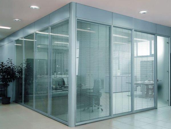 Стеклянные офисные двери и перегородка