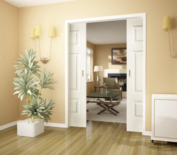 Раздвижные белые двери на роликах в пеналах