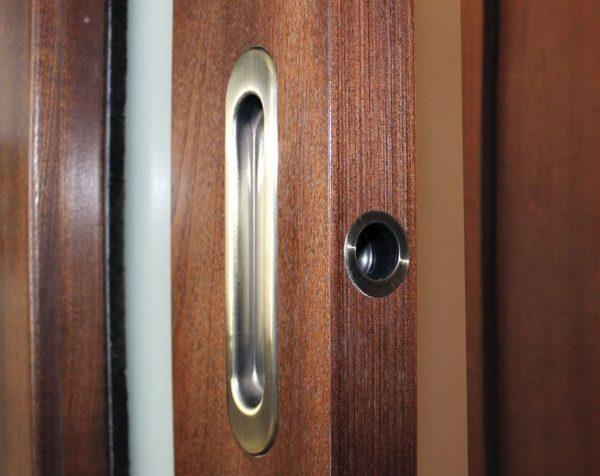 Утопленная ручка в полотне сдвижной двери