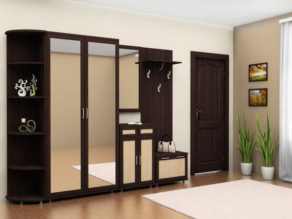 Двери венге в бежевой гостиной