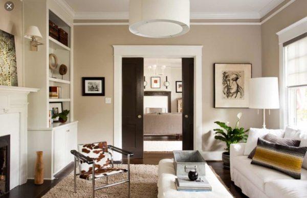 Раздвижные двери цвета венге в неоклассической гостиной