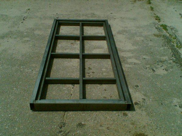 Металлический каркас входной двери