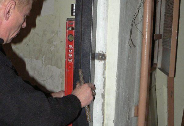 Проверка установки дверной коробки