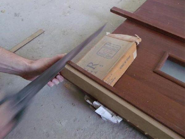 Подрезание боковин дверной рамы