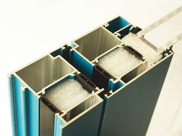 Термовставка в алюминиевом профиле