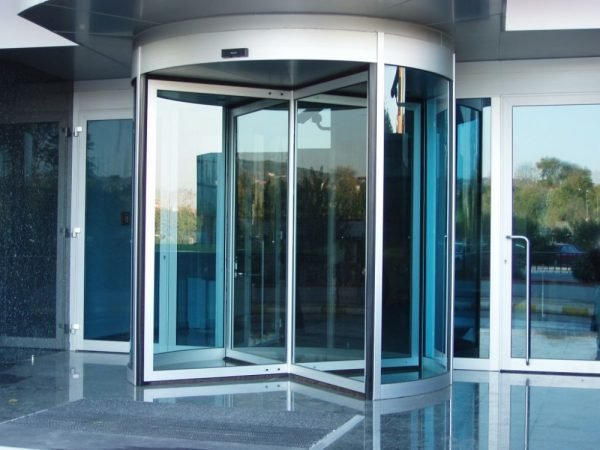 Карусельная алюминиевая дверь