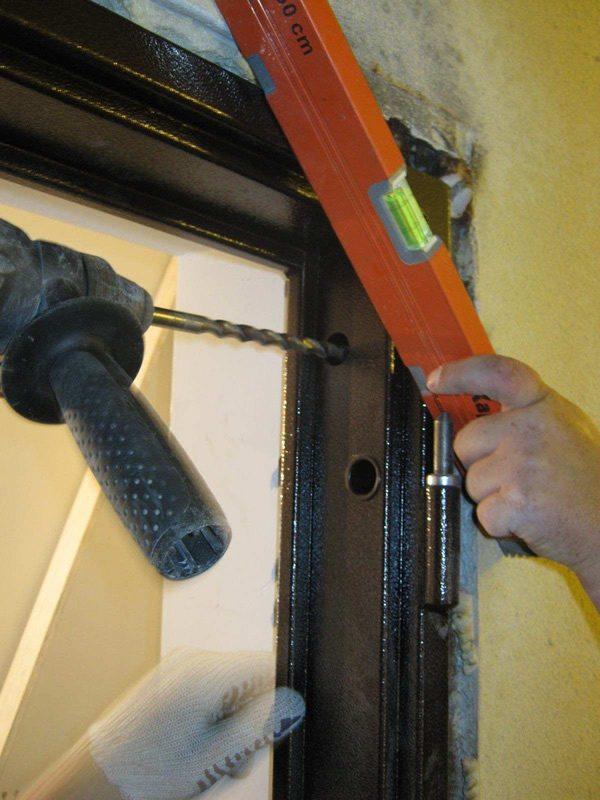 Установка дверной рамы