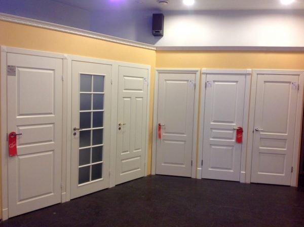 Шпонированные белые двери