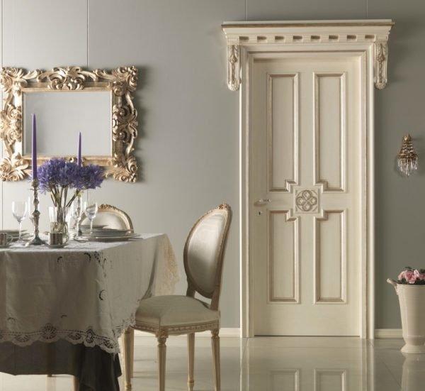 Белые двери и столовый гарнитур