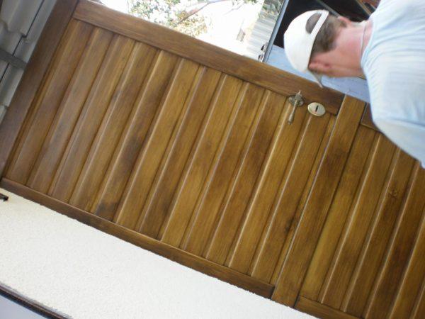 Обшивка металлической двери деревом