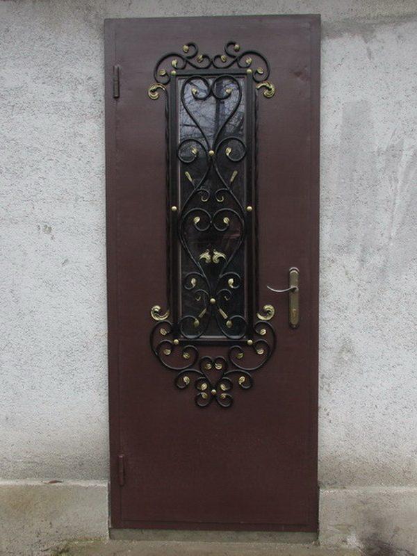 Входная дверь с ковкой и стеклом