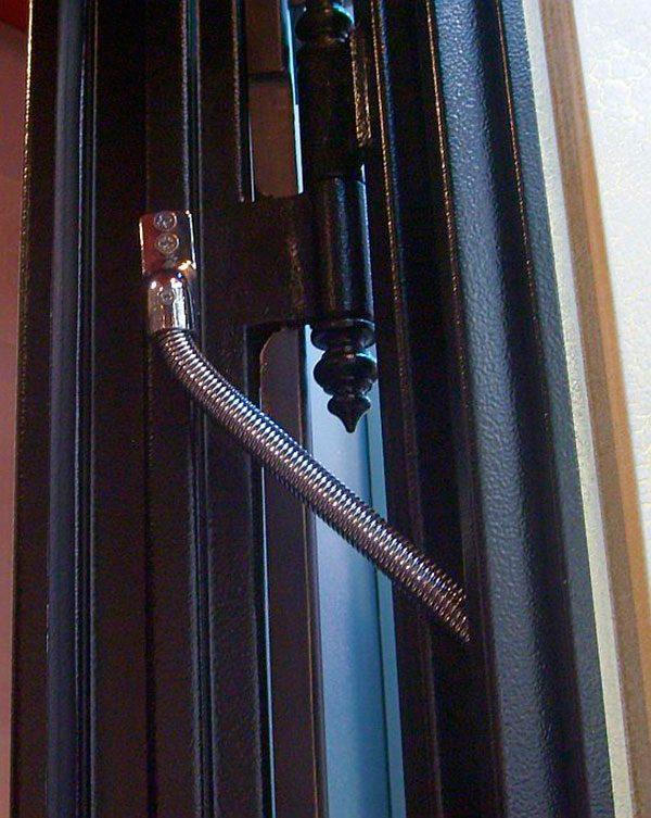 Укладка электропроводки внутри входной двери