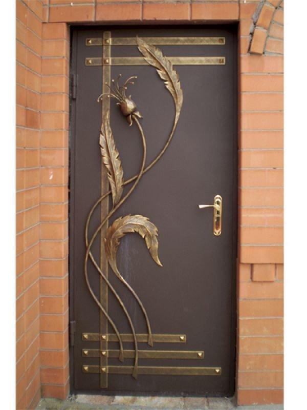Декоративное оформление входной двери