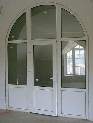 Арочная пластиковая дверь