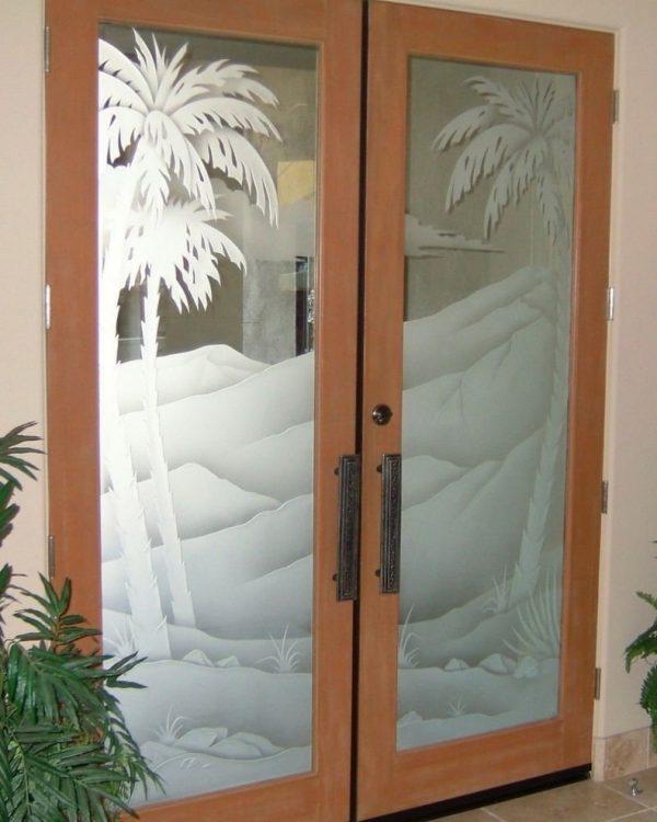 Декоративное стекло в межкомнатной двери
