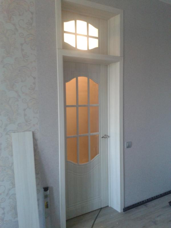 Дверь со стеклом неправильной формы