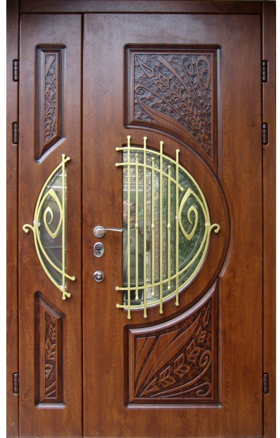 Входные двустворчатые двери в частный дом