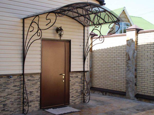 Уличная входная металлическая дверь