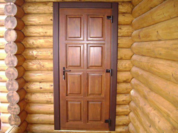 Входная утеплённая деревянная дверь